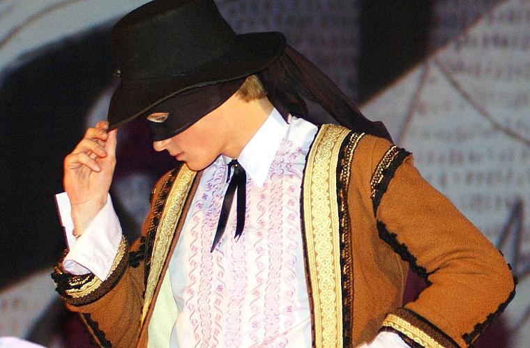 Encenando uma peça no colégio, em 2003.