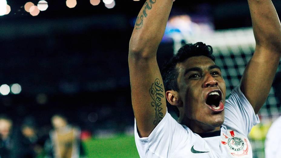 Paulinho do Corinthians comemora vitória sobre o Chelsea, na final do Mundial de Clubes da Fifa, em Yokohama