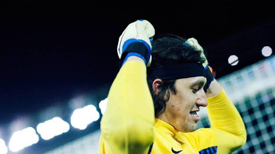 Cássio, goleiro do Corinthians, comemora a vitória sobre o Chelsea, na final do Mundial de Clubes da Fifa, em Yokohama
