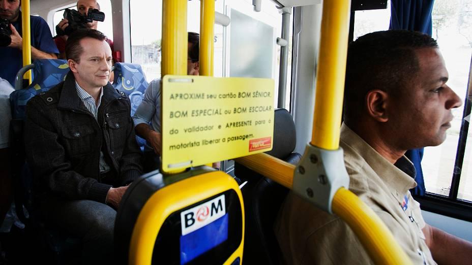 A candidato do PRB à Prefeitura de São Paulo, Celso Russomanno, realiza trajeto de trólebus, entre terminal São Mateus, zona leste, até o terminal Jabaquara, na zona sul, em 24/09/2012