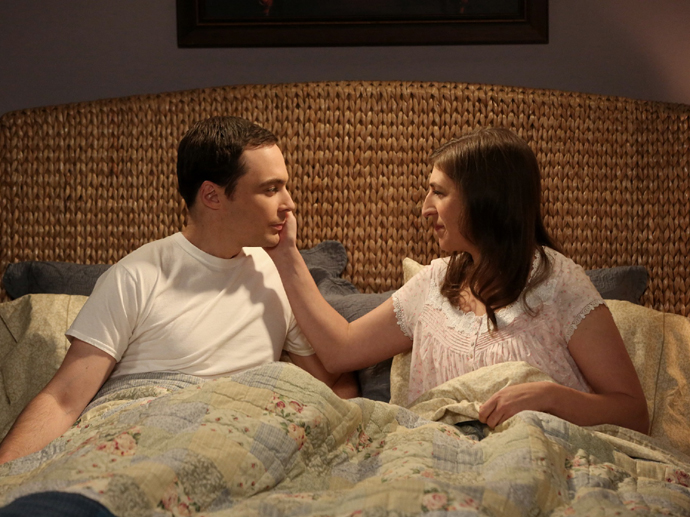 Sheldon (Jim Parsons) e Amy (Mayim Bialik) em The Big Bang Theory