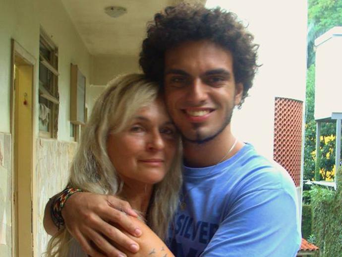 Rian Brito de Oliveira Paula, neto de Chico Anysio, com sua mãe, Marcia Brito