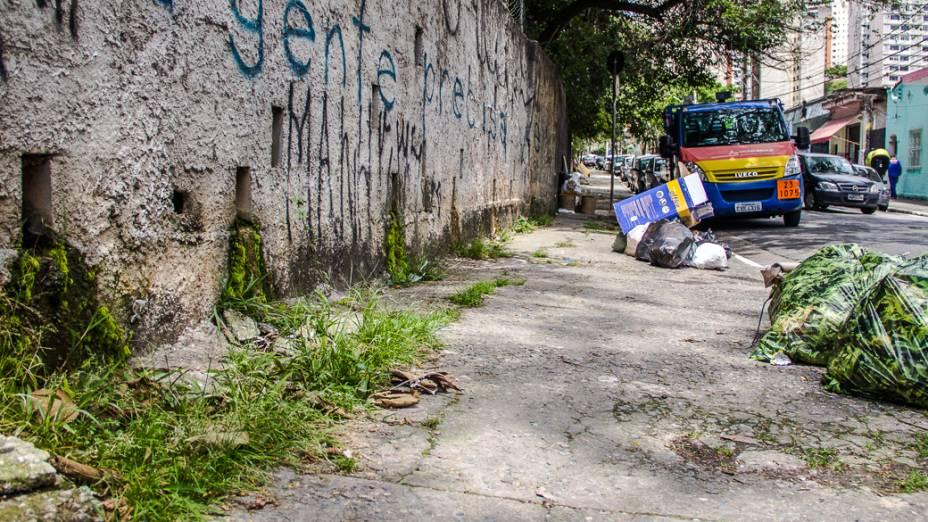 <p>Outra nascente do Rio Saracura, na Rua Almirante Marques de Leão</p>