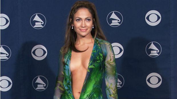 Jennifer Lopez e o vestido que usou no Grammy de 2000: um dos mais controversos de todas as edições