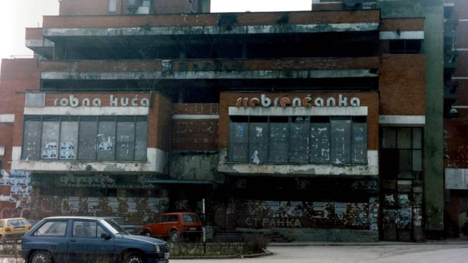 Centro comercial de Srebrenica, em 1997
