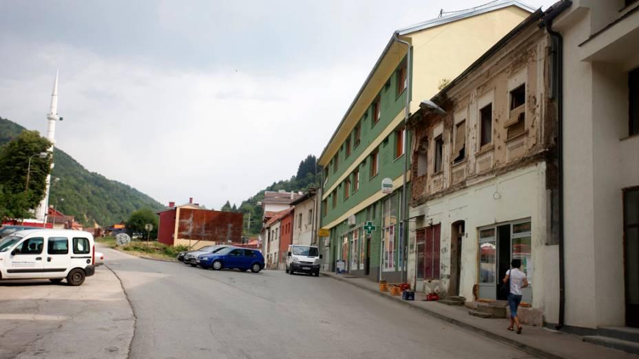 Rua da cidade de Srebrenica, na Bósnia-Herzegóvina, em 2012