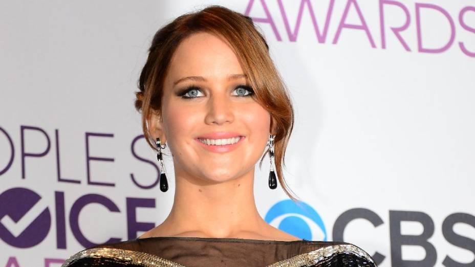 A atriz Jennifer Lawrence levou o prêmio de melhor atriz de cinema no Peoples Choice Awards pelo filme Jogos Vorazes