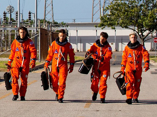 A banda One Direction em cena do clipe Drag Me Down