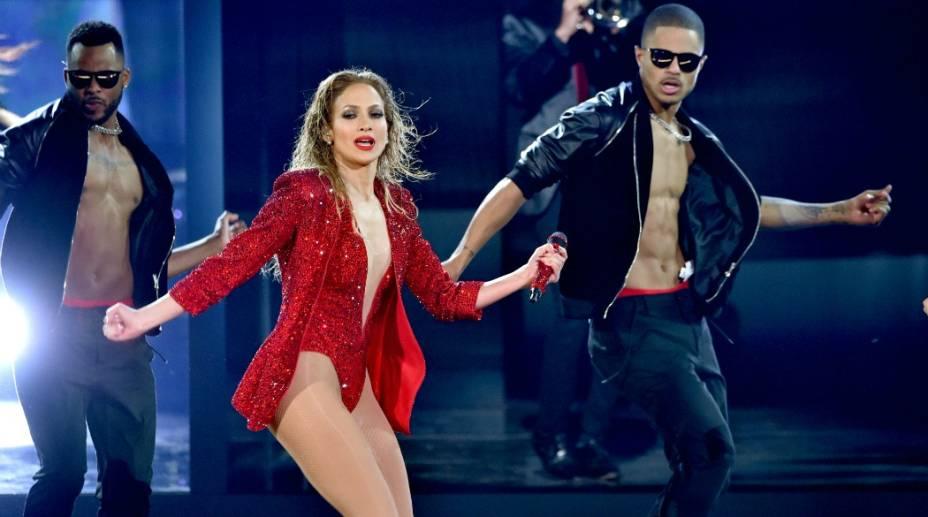A cantora Jennifer Lopez durante apresentação no AMA 2014