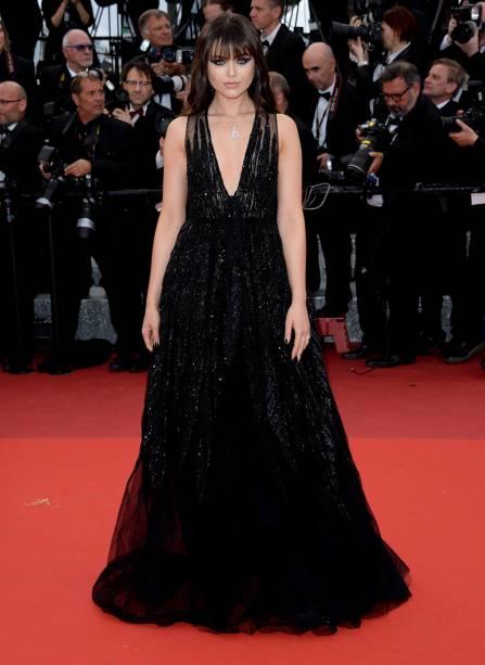 A cantora Kristina Bazan desfilou um belo vestido preto Elie Saab combinado com joias da grife Chopard no Festival de Cannes 2016