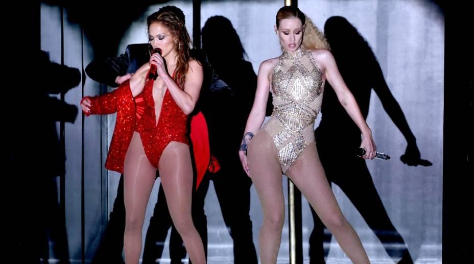 No American Music Awards de 2014, Jennifer Lopez e a rapper Iggy Azalea subiram ao palco para cantar a canção Booty