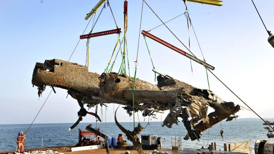 O avião de guerra Dornier Do 17, da Força Aérea alemã, foi retirado do fundo do Canal da Mancha na segunda-feira, 10 de junho. O resgate aconteceu após o avião ficar mais de 70 anos submerso