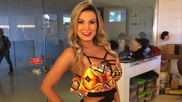 Andressa Urach faz selfie para Instagram