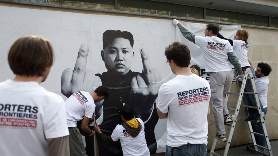 O norte-coreano Kim Jong-un, que tem testado a paciência dos Estados Unidos, também foi alvo da campanha