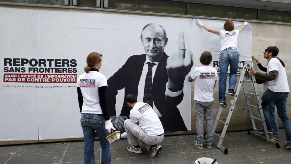 Com três mandatos presidenciais e dois de primeiro-ministro, Vladimir Putin está há mais de treze anos à frente do poder na Rússia. E não gosta de opositores.