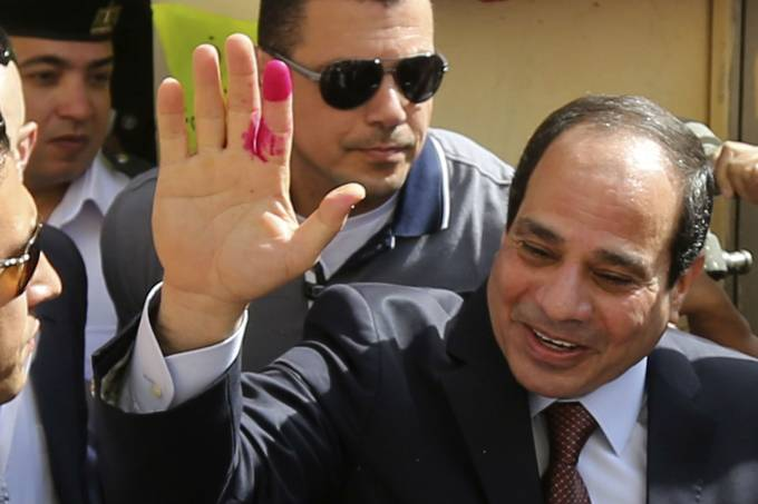 abdel-fattah-sisi-acena-apos-comparecer-as-eleicoes-presidenciais-do-egito-original.jpeg