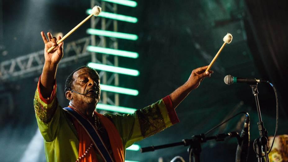 O percussionista Naná Vasconcelos abriu o carnaval 2013, de Recife