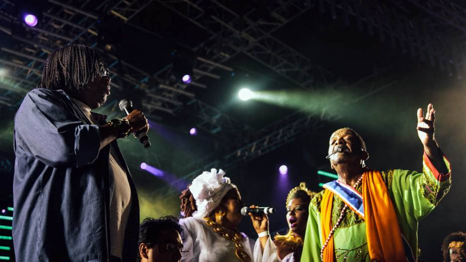 Naná Vasconcelos e Milton Nascimento, durante a abertura do Carnaval de Recife, no Marco Zero