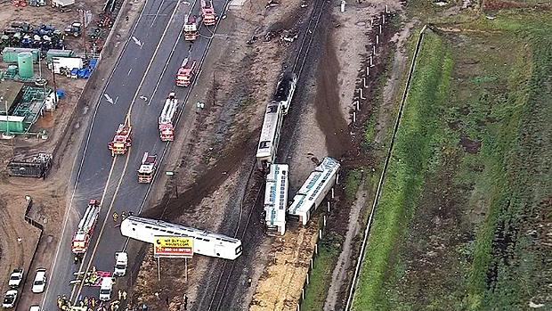 Acidente com trem e caminhão deixa mais de 30 feridos na Califórnia