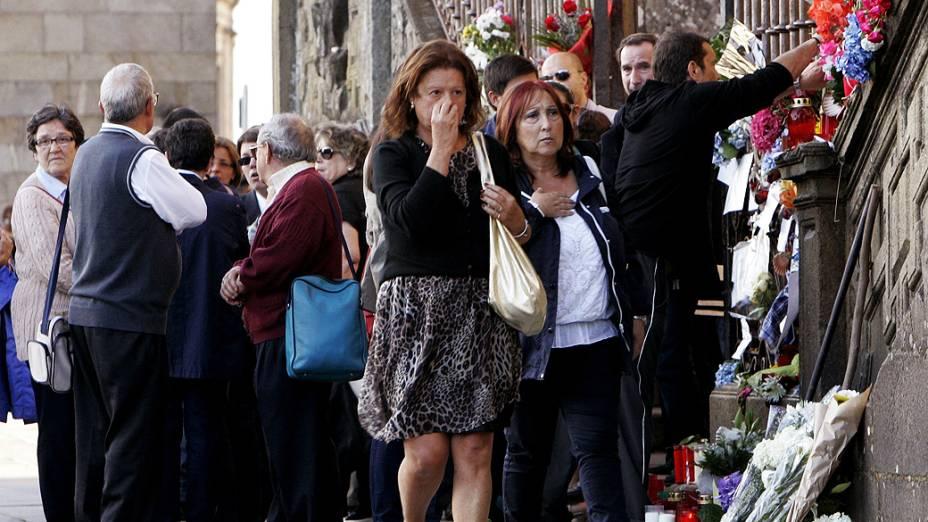 O solene funeral pelas 79 pessoas que morreram no acidente de trem em Santiago de Compostela começou nesta segunda-feira (29), na catedral da mesma cidade do noroeste da Espanha e é presidido pelos Príncipes das Astúrias<br><br>