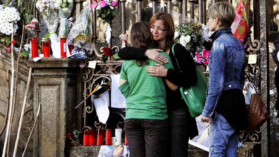 O solene funeral pelas 79 pessoas que morreram no acidente de trem em Santiago de Compostela começou nesta segunda-feira (29), na catedral da mesma cidade do noroeste da Espanha e é presidido pelos Príncipes das Astúrias