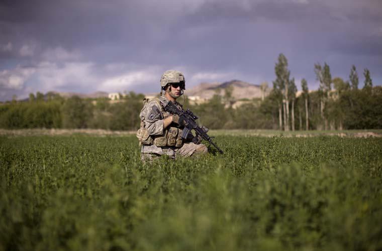 Soldado americano em patrulha na província de Wardak.