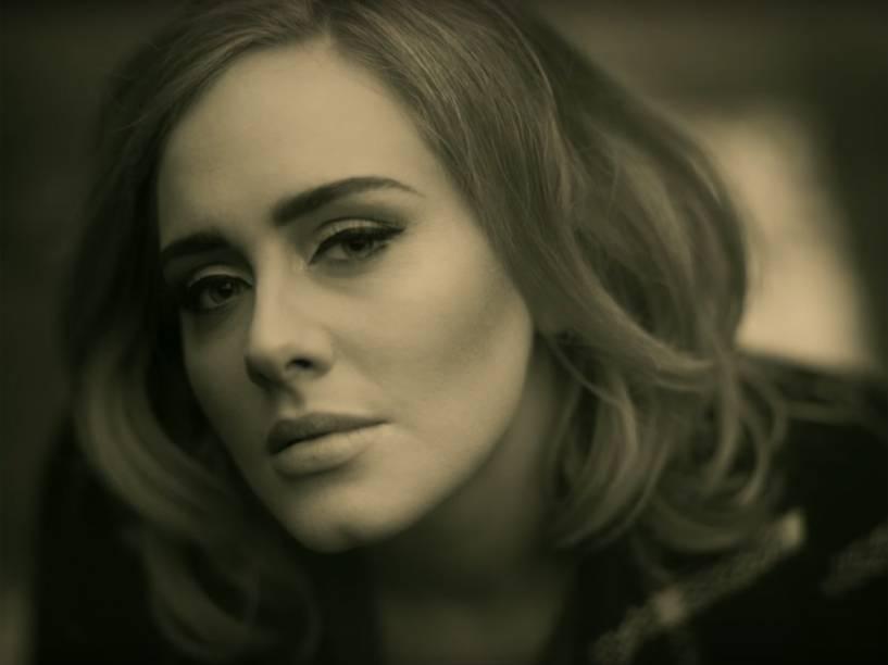 Adele no clipe Hello, do disco 25