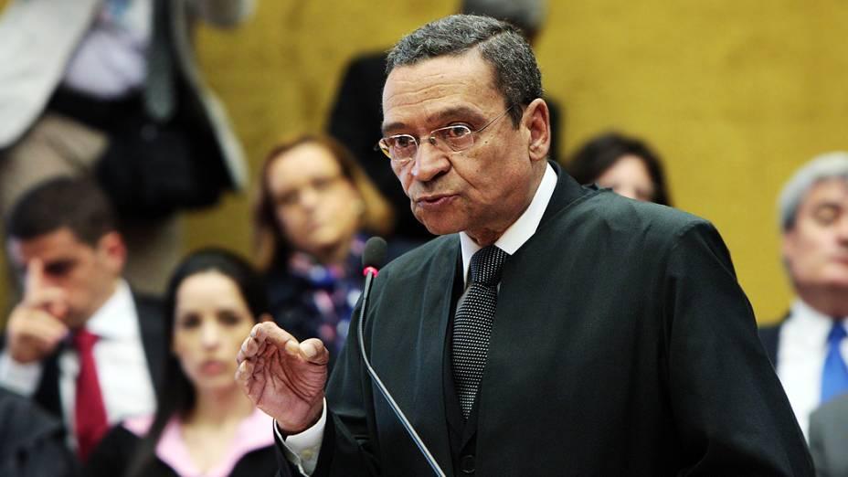 O advogado Luiz Francisco Barbosa, defensor de Roberto Jefferson, durante julgamento do mensalão, em 13/08/2012