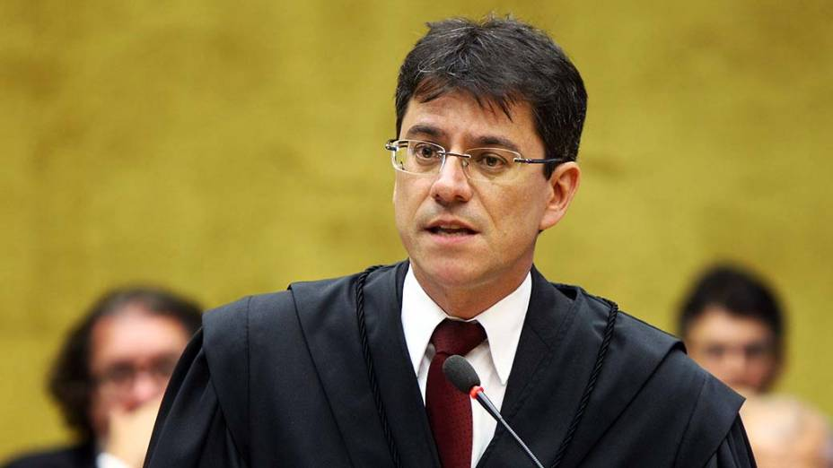 O advogado Maurício de Oliveira Campos Júnior, defensor de Vinícius Samarane, no plenário do STF, durante julgamento do mensalão, em 08/08/2012