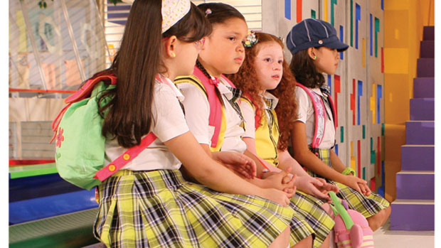 Alunas da escola Mundial no álbum de <em>Carrossel</em>