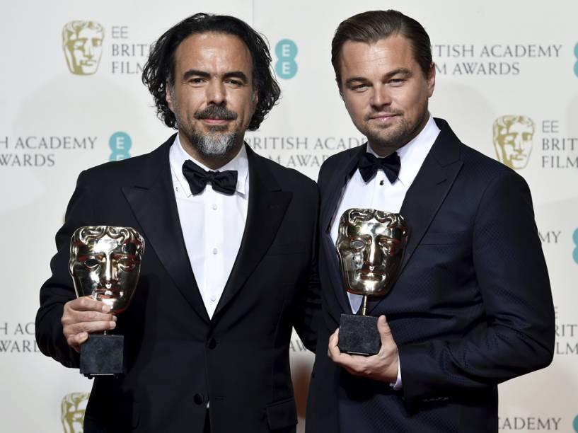 Alejandro Inarritu e Leonardo DiCaprio levam os prêmios de melhor diretor e melhor ator no Bafta 2016, em Londres