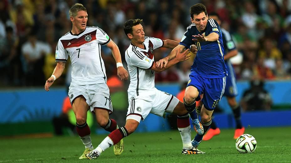 Lance no jogo entre Alemanha e Argentina na final da Copa no Maracanã, no Rio