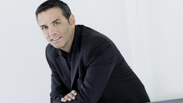Em fevereiro de 2011, o Facebook tirou do Google seu principal executivo no Brasil, Alexandre Hohagen