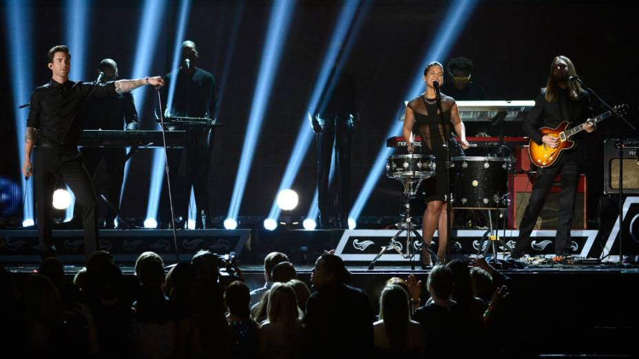 Maroon 5 e Alicia Keys se apresentam no Grammy 2013