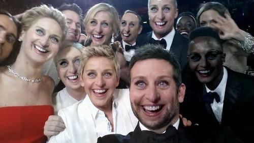 Selfie das várias Ellens DeGeneres durante o Oscar de 2014