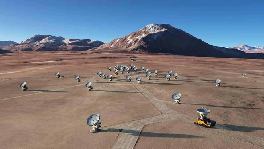 <p>Concepção artística da rede de antenas do ALMA em formação completa. A construção do complexo astronômico deve terminar no fim de 2012</p>