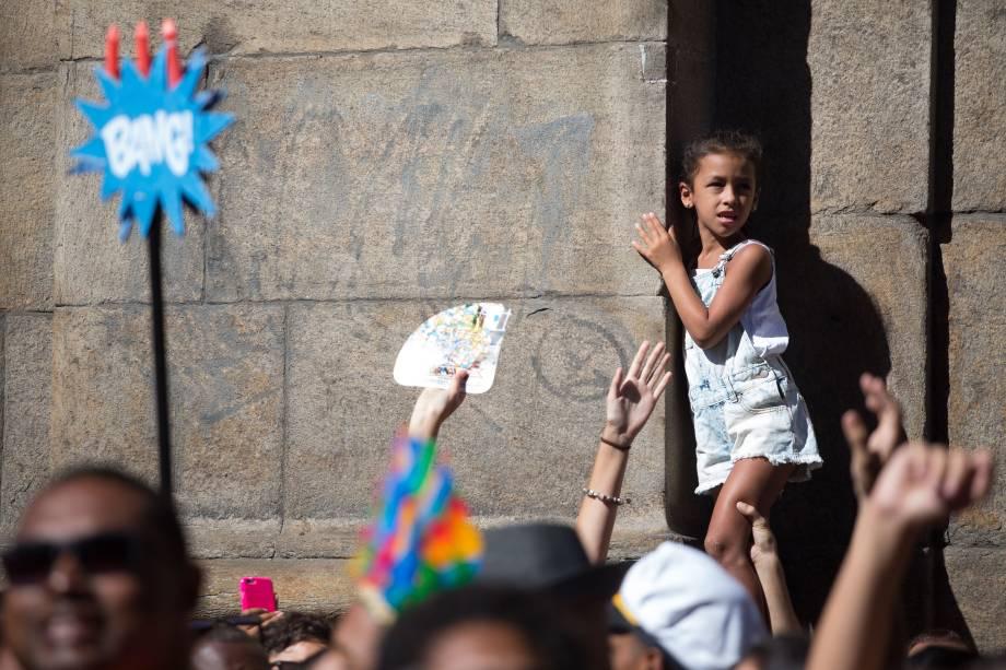 A musa do funk Anitta atraiu uma multidão atrás do seu trio elétrico no Bloco das Poderosas na manhã deste sábado (13), no Centro do Rio de Janeiro