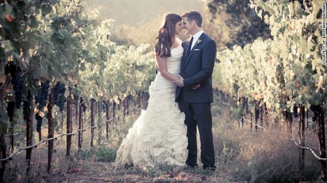 Brittany Maynard e seu marido, Dan Diaz, no dia do casamento. Depois de pouco mais de um ano, ela foi diagnosticada com câncer cerebral