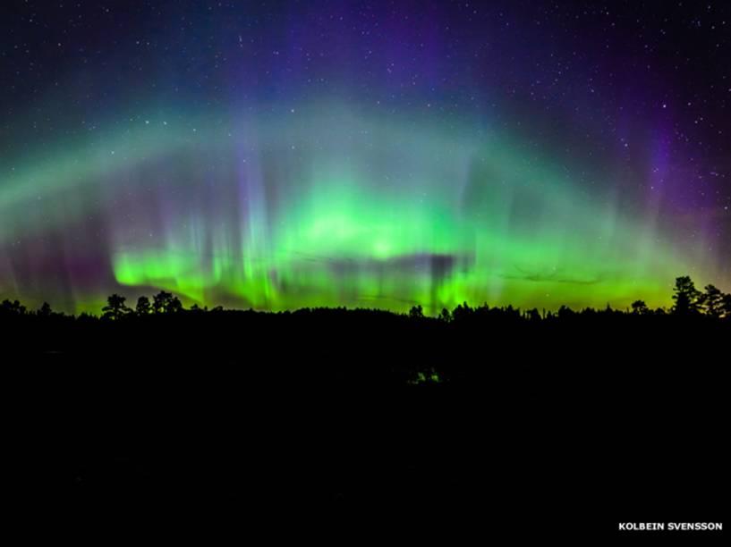 <p>Aurora boreal composta pela justaposição de cinco fotos verticais, de autoria de Kolbein Svensson</p>