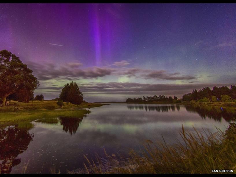 <p>Estação Espacial Internacional atravessa o céu sobre a lagoa Waldronville, na Nova Zelândia. A foto é de Ian Griffin</p>