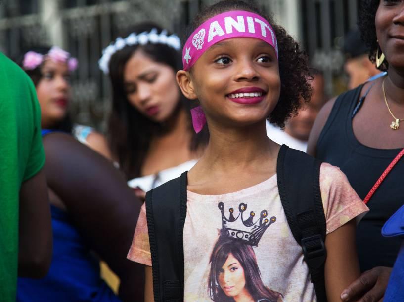 Anitta fez sua estreia no Carnaval de rua do Rio de Janeiro, neste sábado (13), a funkeira saiu com o Bloco das Poderosas na avenida Primeiro de Março, no centro da cidade