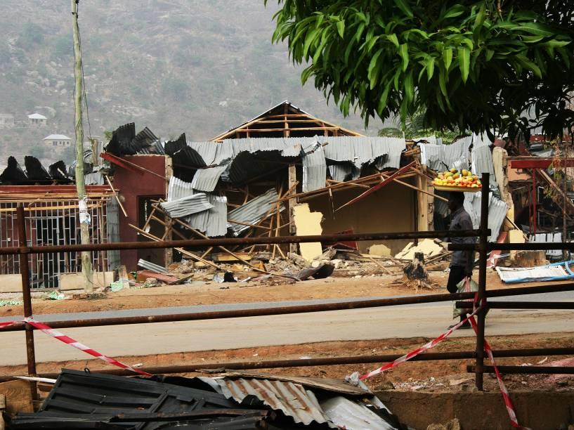 Rua na cidade de Mandalla atingida por atentado do Boko Haram - 25.12.2011