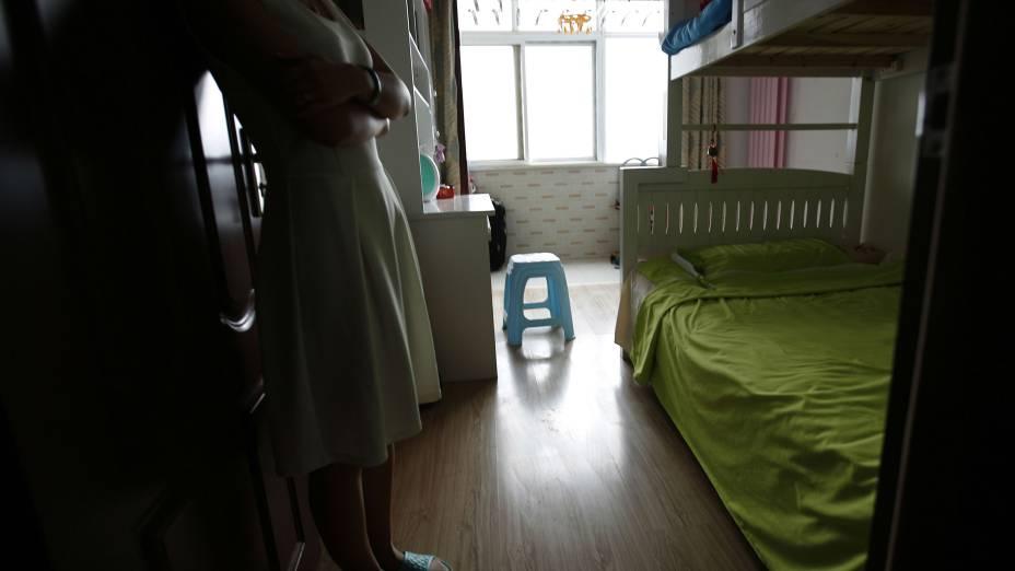 Liu, cujo marido Lu estava a bordo do voo MH370 da Malaysia Airlines, mostra o quarto que eles haviam construído para os seus futuros filhos