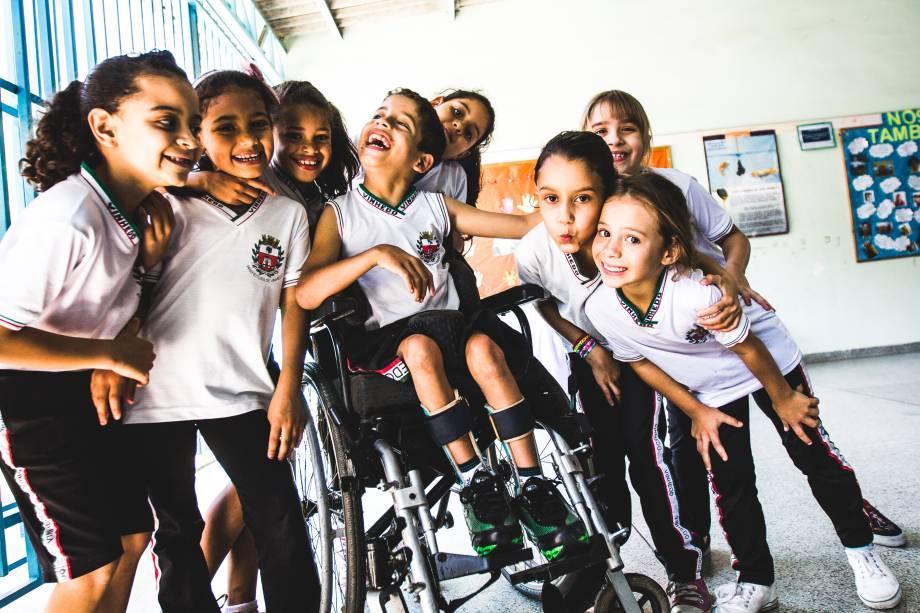 Alunos do 3º ano do ensino fundamental na escola Profª Maria de Lourdes Von Zuben, em Vinhedo (SP). A política de inclusão da rede de ensino inclui atividades no contraturno com acompanhamento especializado com fisioterapeutas e fonoaudiólogos.