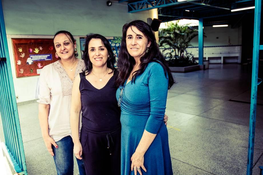 Equipe gestora da escola Municipal Profª Maria de Lourdes Von Zuben, que obteve a melhor nota na Prova Brasil 2011 em Vinhedo (SP). Da esquerda para a direita: Mari Marques (coordenadora), Cátia Veronez Oliveira (vice-diretora)e Lindalva Souza Lovizaro (diretora).