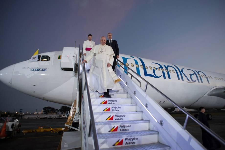 Papa Francisco desembarca em Manila, nas Filipinas, durante viagem à Ásia – 15/11/2014