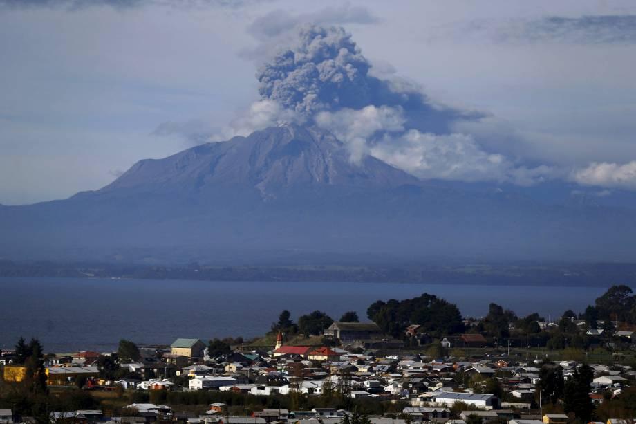 O vulcão Calbuco voltou a expelir cinzas e fumaça nessa quinta-feira