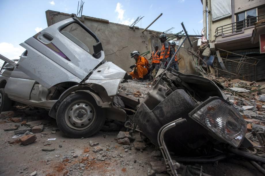 Novo tremor provocou desabamento de edifícios em várias localidades do Nepal
