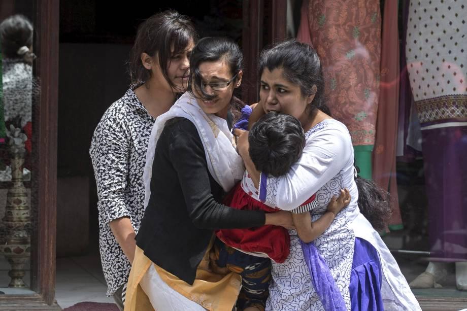 Novo tremor de 7,3 graus espalha pânico no Nepal