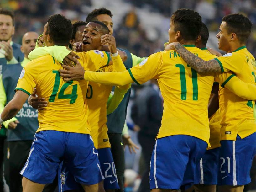 Thiago Silva comemora seu gol durante a partida entre Brasil e Venezuela, válida pela terceira rodada da primeira fase do grupo C da Copa América 2015, realizada no Estádio Monumental David Arellano